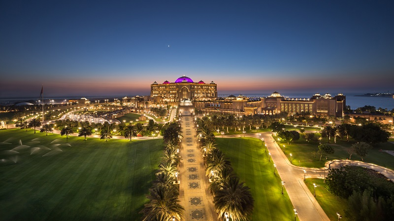Emirates Palace bei Nacht